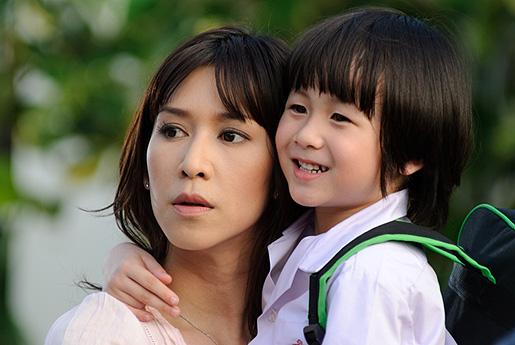 """รีวิวหนังผีไทยหลอนขึ้นหิ้ง """"ลัดดาแลนด์"""""""